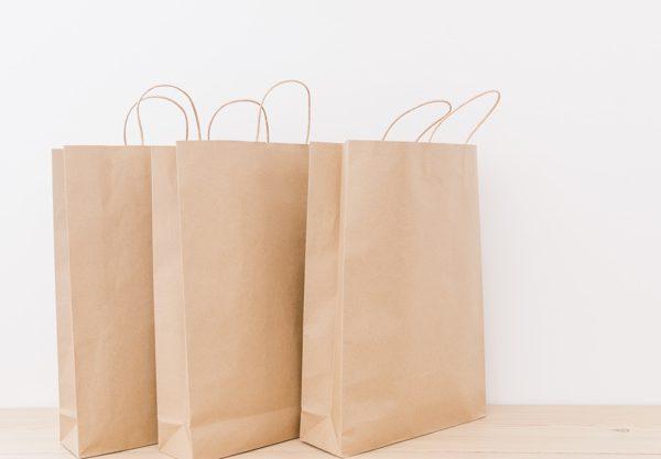 Quais as vantagens de usar sacolas de baixo custo no meu negócio?